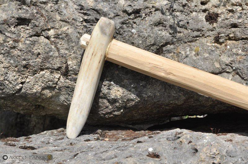Pic en bois de cerf, Néolithique.