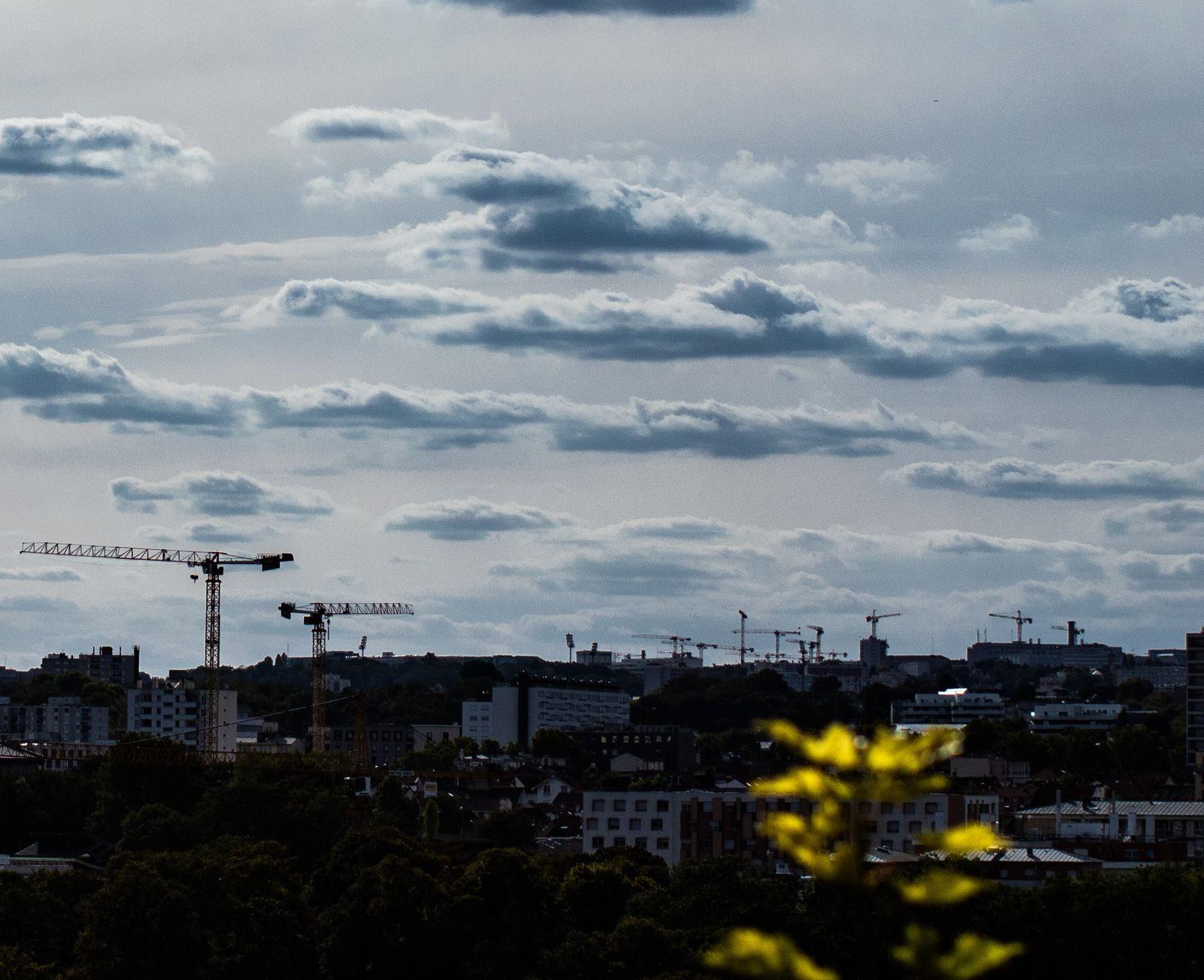 Le rythme d'artificialisation actuel est en augmentation : 20 000 hectares par an  en 2030 si rien n'est fait.(www.stratégie .gouv.fr)