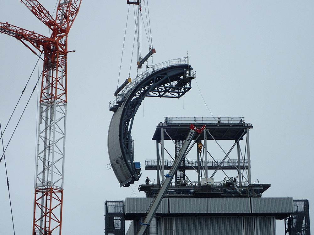 Couverture en cours d'installation (photo Tepco)