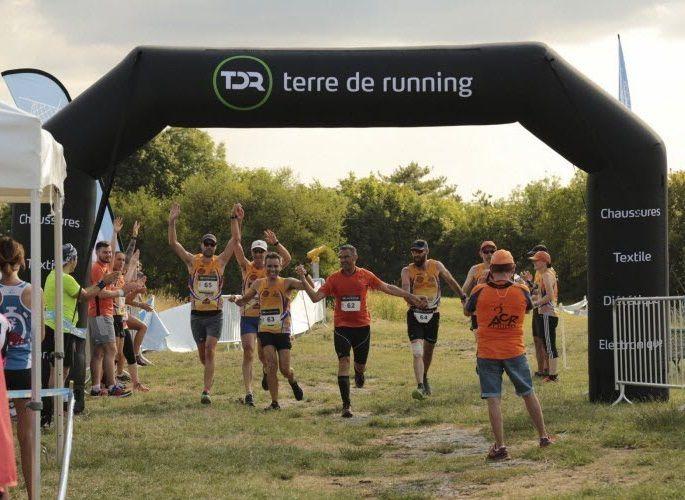 """Relais Trail 2018 - Arrivée de l'équipe ACR """"Les Véloces"""" et le podium scratch."""