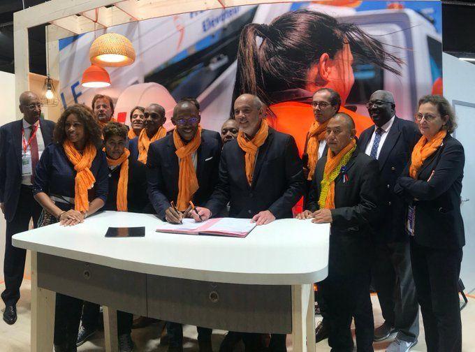 François Ringuet, Maire de Kourou (à gauche) et Stéphane RICHARD, PDG d'Orange (à droite)