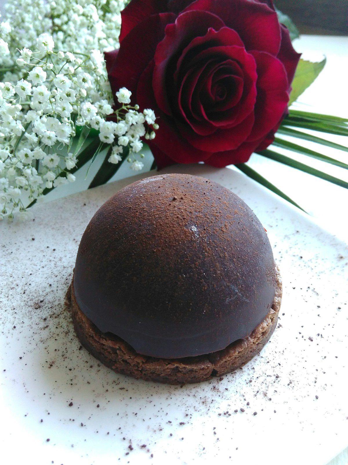 Dôme chocolat noir à la mousse de chocolat blanc & piment d'Espelette ~ Recette sans lactose pour une Saint ou Sans Valentin Veggie ~