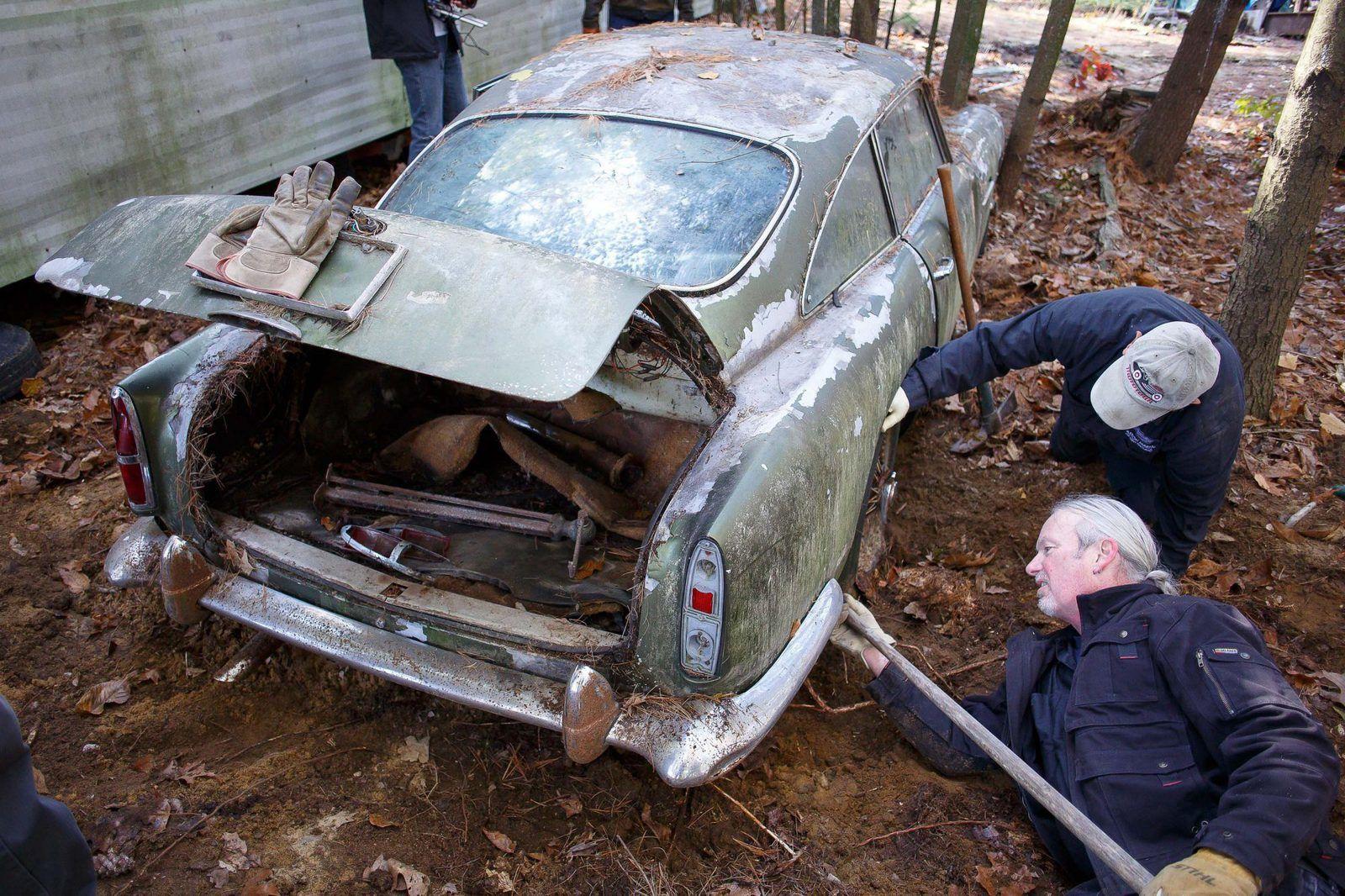 Aston Martin DB4... après 45 ans dans les bois !