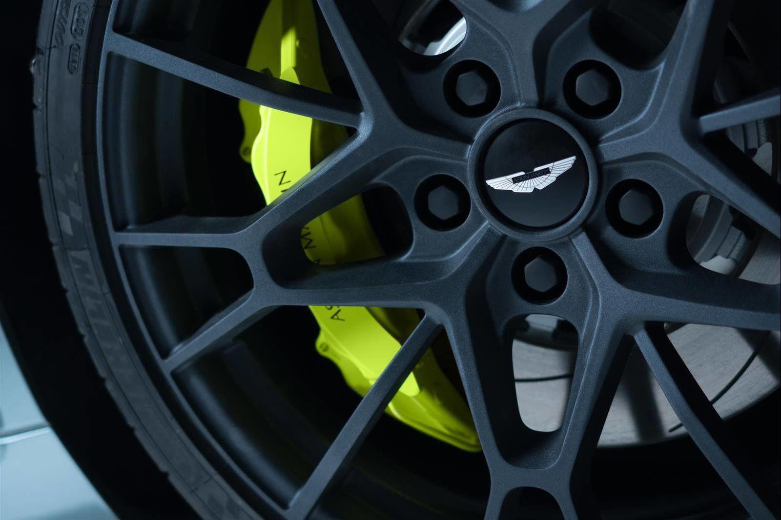 L'Aston Martin Rapide AMR en photos !