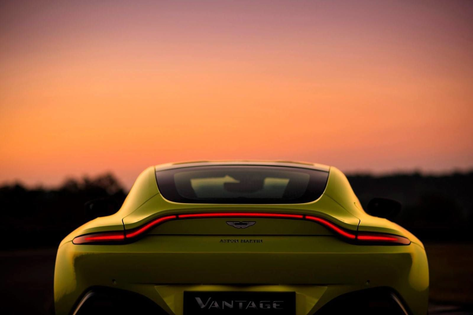 New Aston Martin Vantage !!! Yellow...