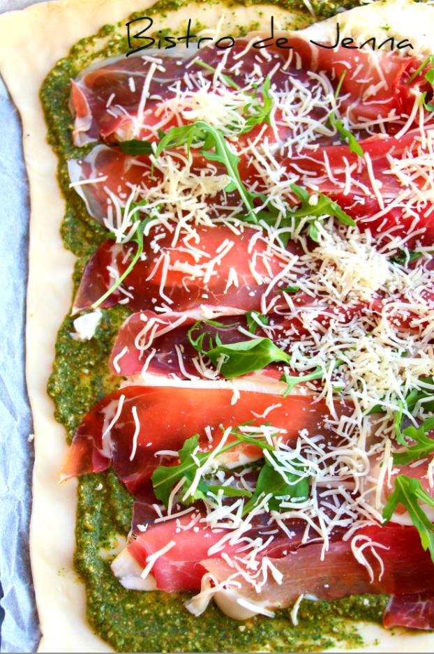 Pour la recette de la pate je me sui inspirée --  http://www.pate-a-pizza.com/la-recette/