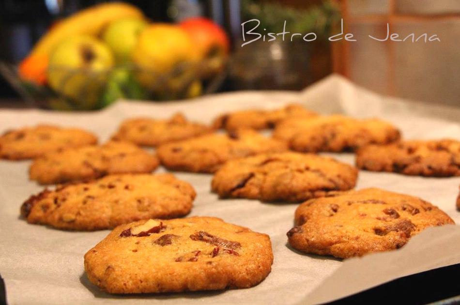 Sortir les cookies du four et attendre quelques minutes avant de les décoller.