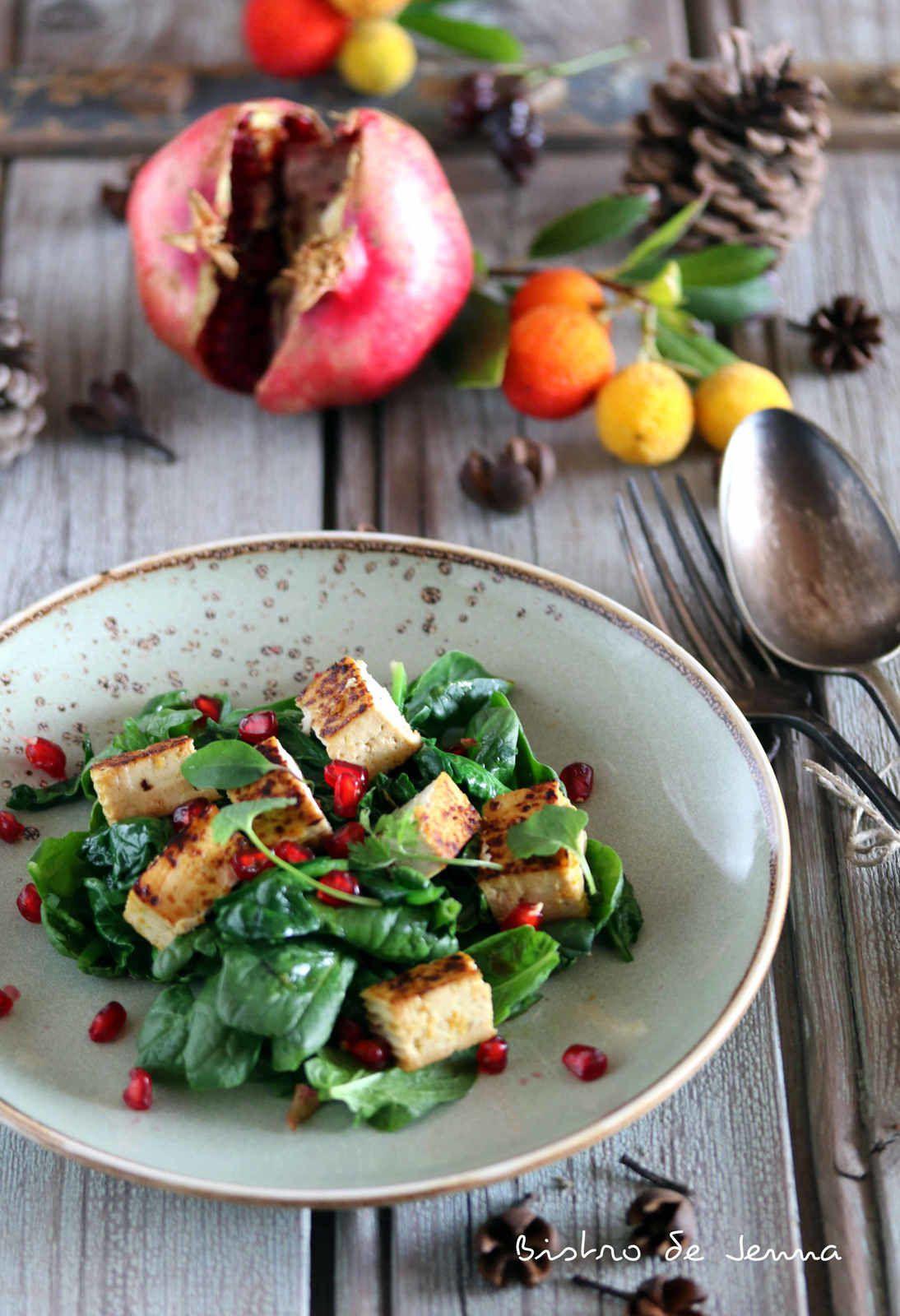 Salade végétalienne - épinard et tofu mariné