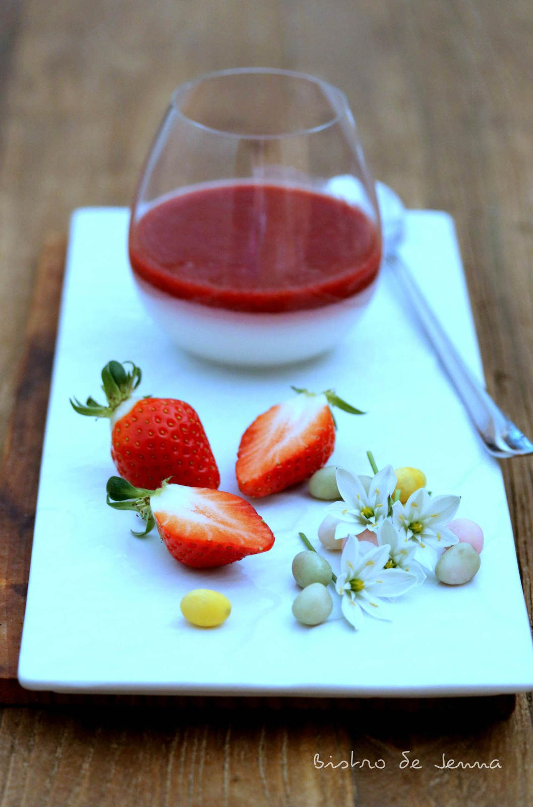 Panna cotta végétale - coulis de fruits rouge