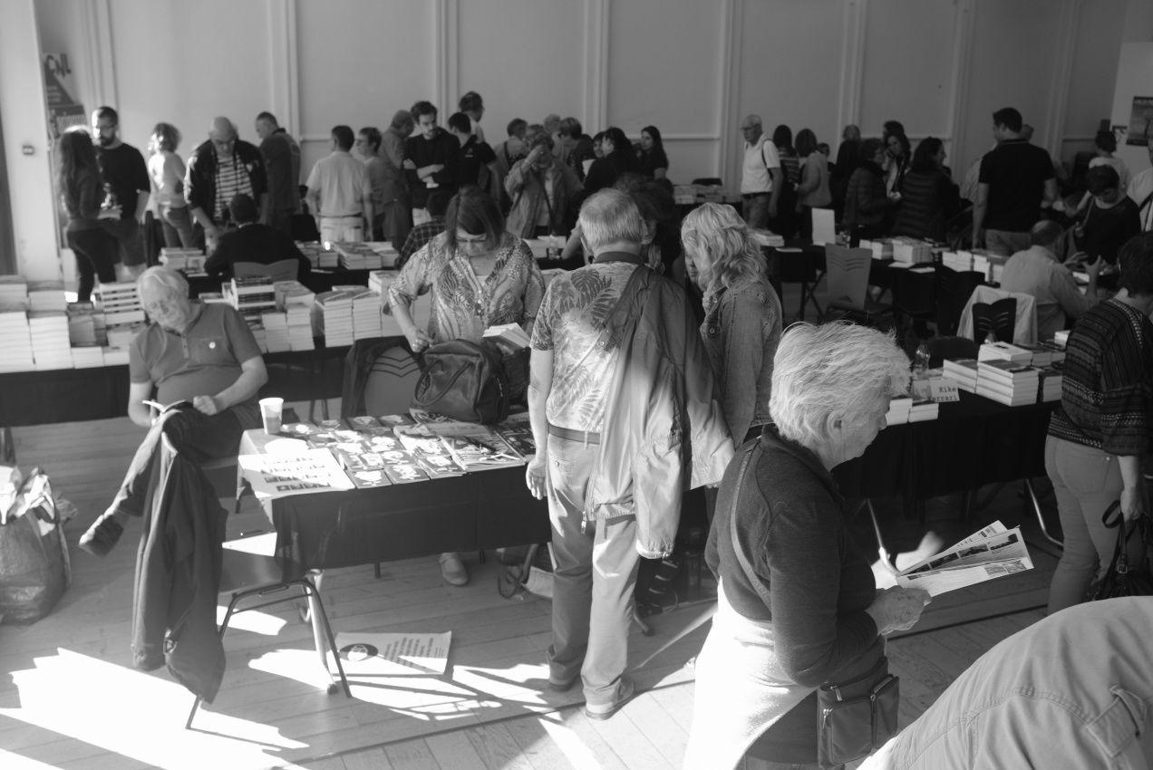 Serge Breton à la table commune Double Noir/ 813 ---Hervé Delouche entouré de Caryl Ferey et jacky Schwartzmann