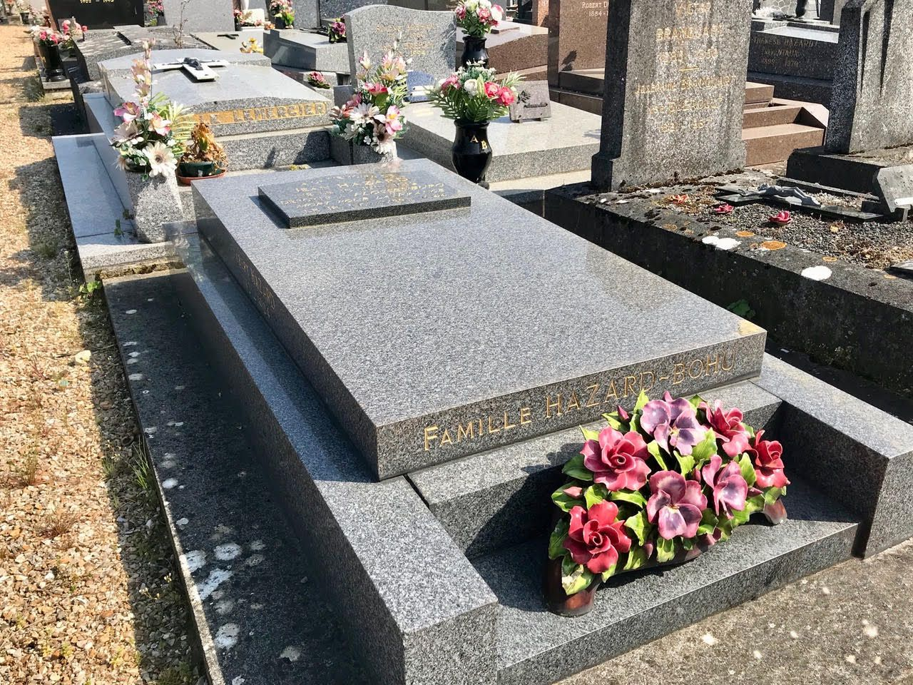 Autres vues sur le monument funéraire de la famille Hazard-Bohu (clichés Frédéric Ménissier, mai 2020).