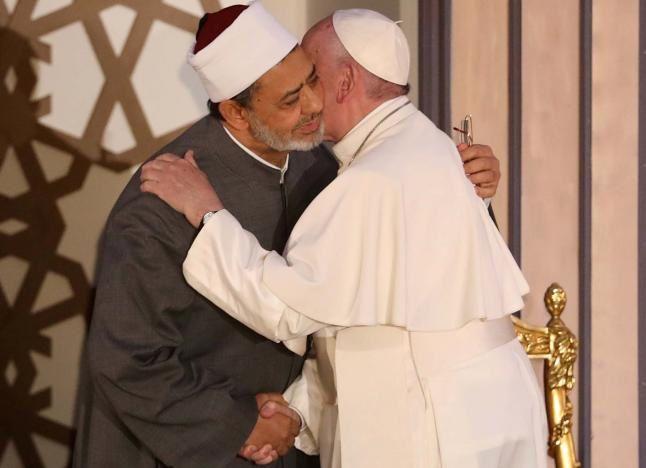 Au Caire, le pape François réconforte les coptes et plaide pour la paix