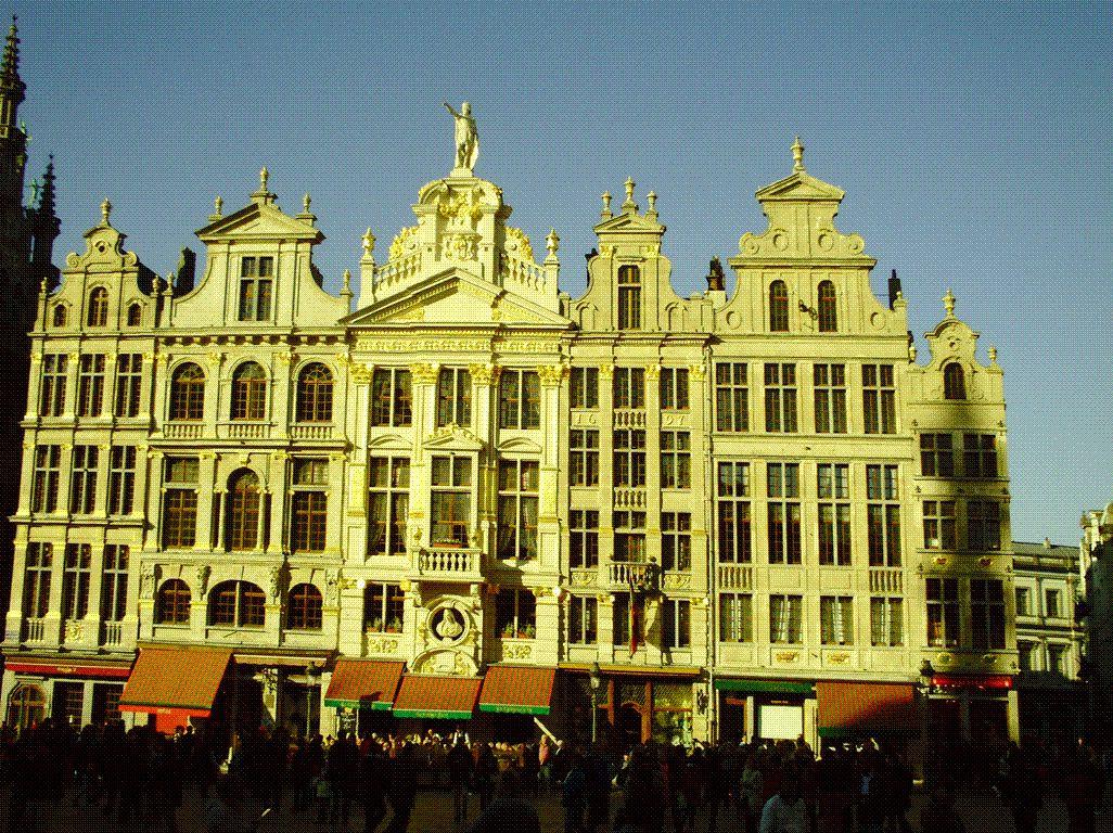 La grande place de Bruxelles - je suis ensuite reparti chercher notre Chean Marie enfin arriver à L'hôtel