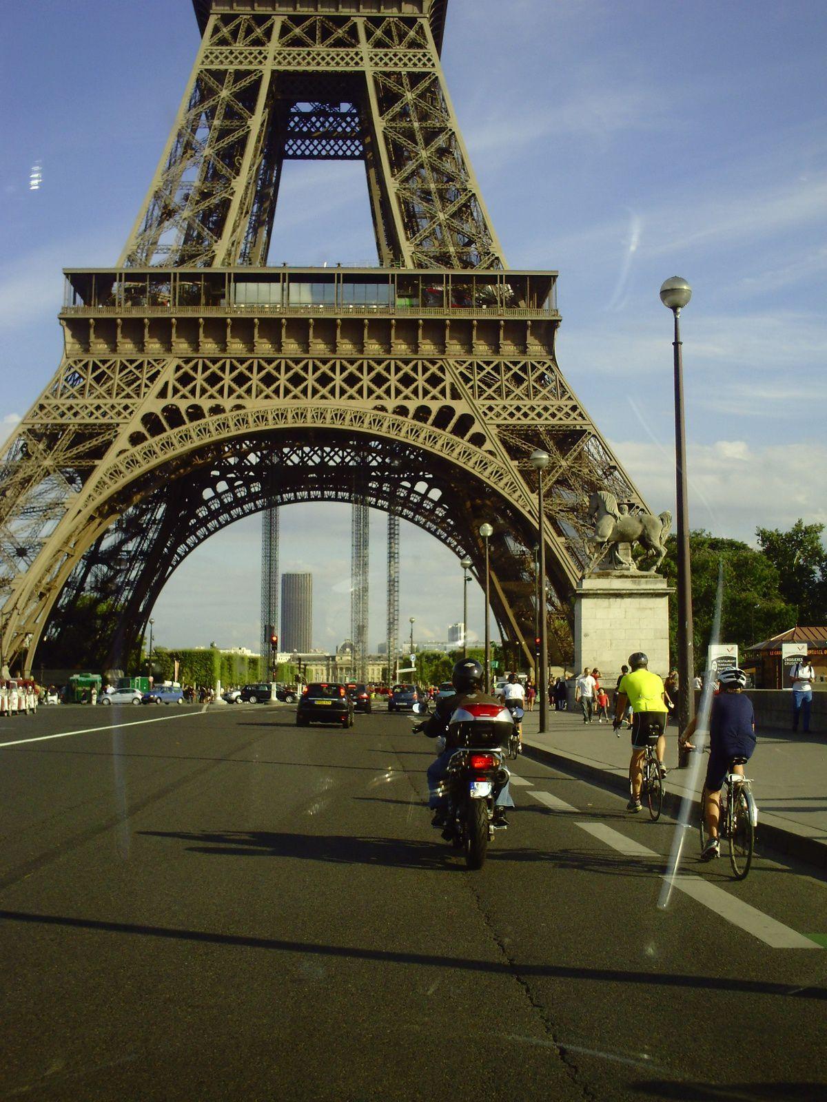 LA PÉPETTE À PARIS................................ET NON UN AMÉRICAIN À PARIS