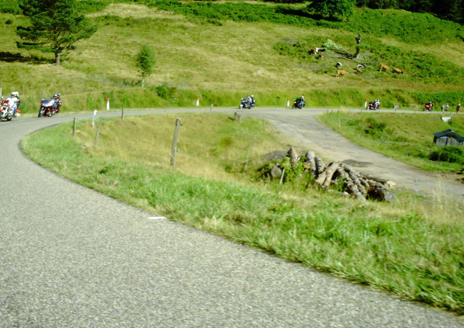 ON TOURNE TOUJOURS..............AU FAIT MON PNEU ARRIÈRE ATTEINT LES 20 000 KM