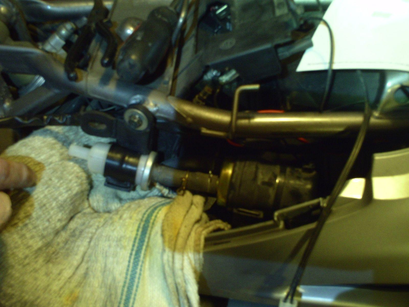 Deauville 650 - Changer le filtre à essence