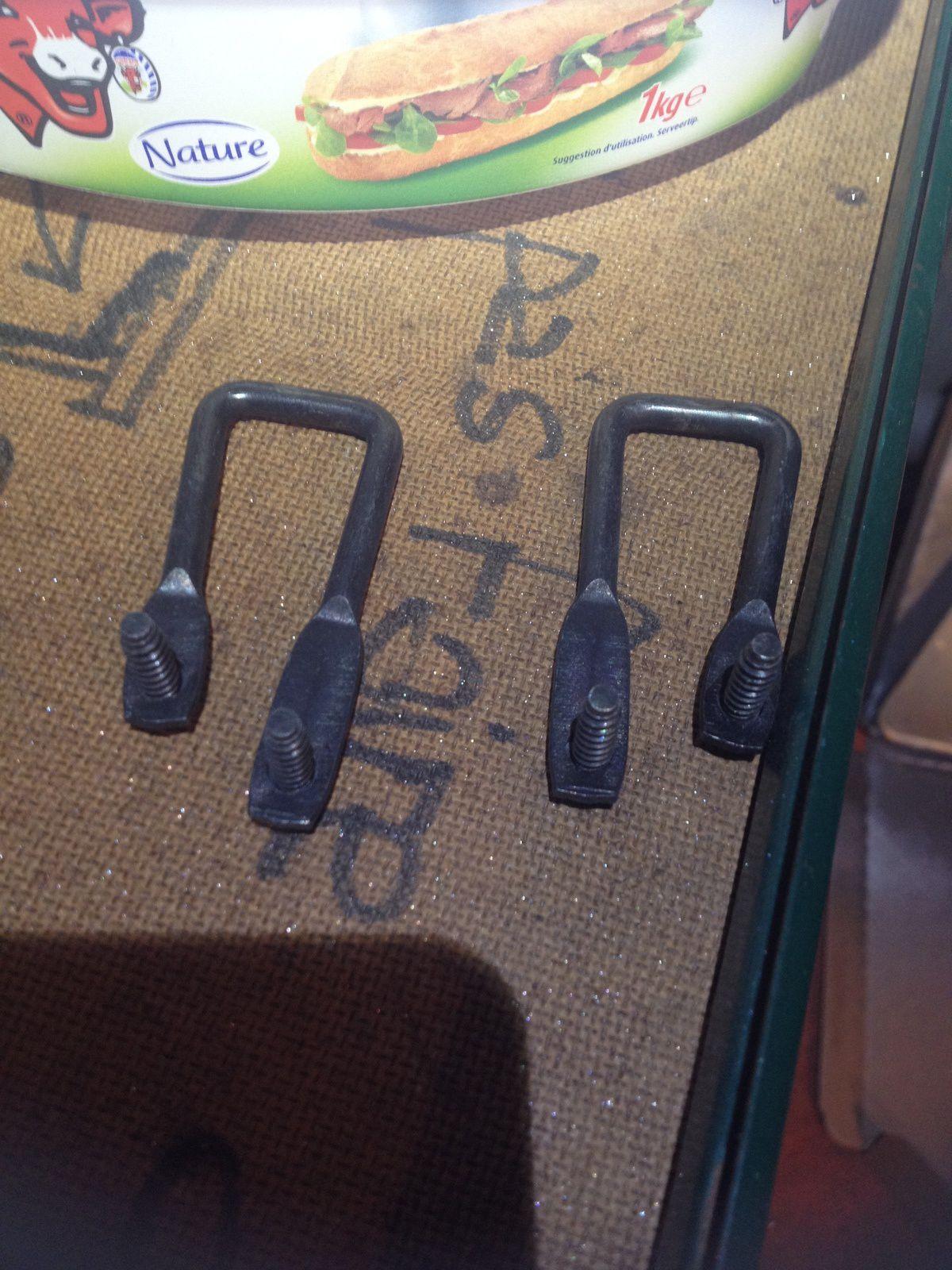 Goldwing 1800 - Vérifier le porte paquet et remonter le double fond du coffre