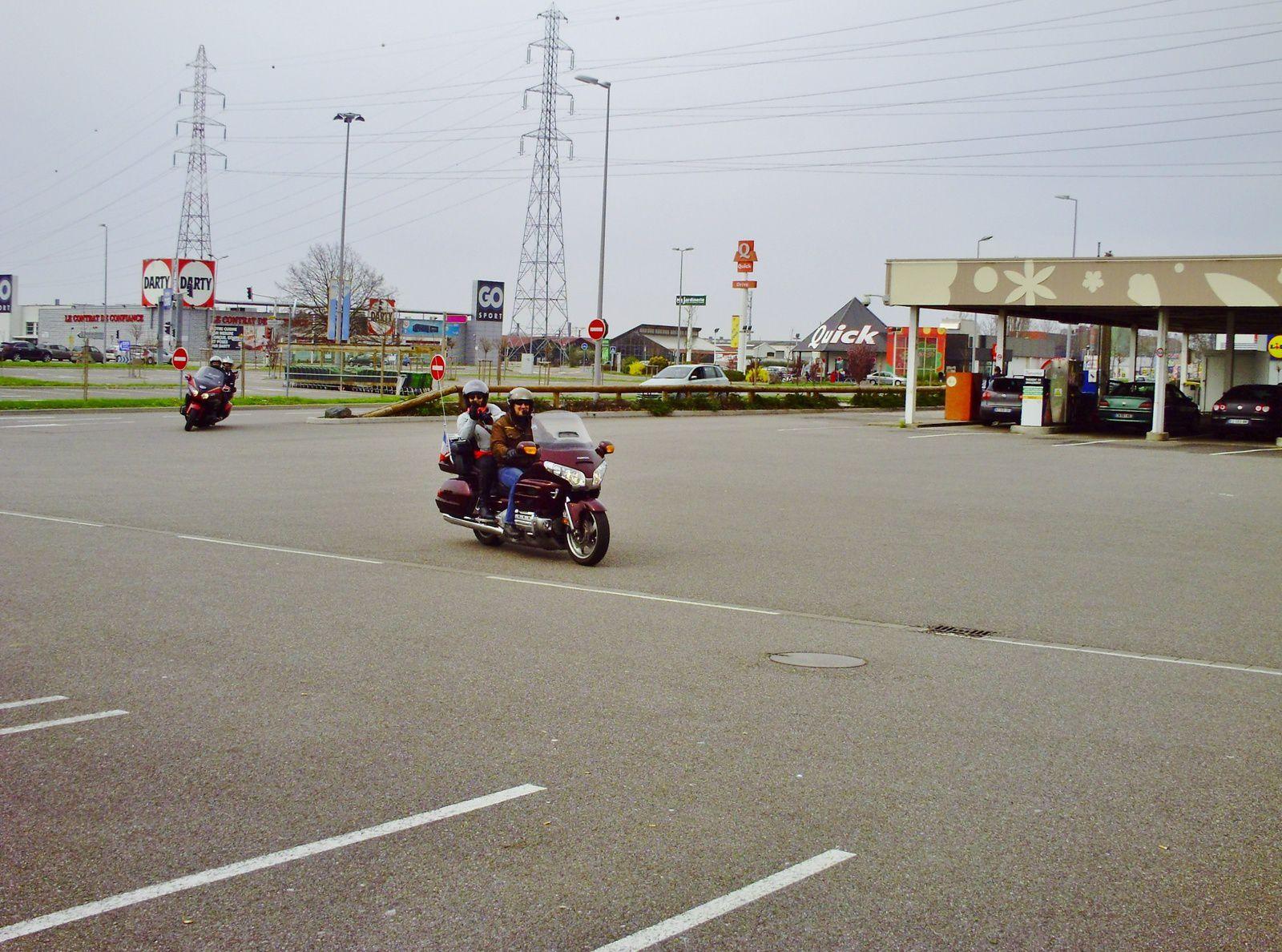 Goldwing - Petite ballade dominicale avec des motos de 1983 à 2016 vers Kaltenhouse