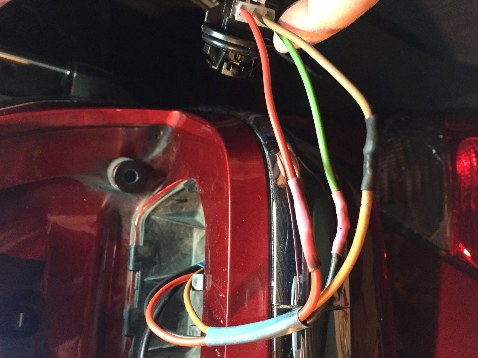Goldwing - comment brancher les feux arrière du top case