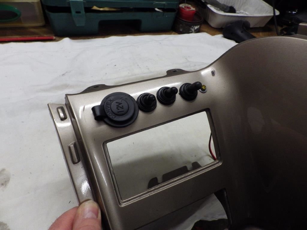 Goldwing Unsersbande - voltmètre marine détails pratiques sur une 1500