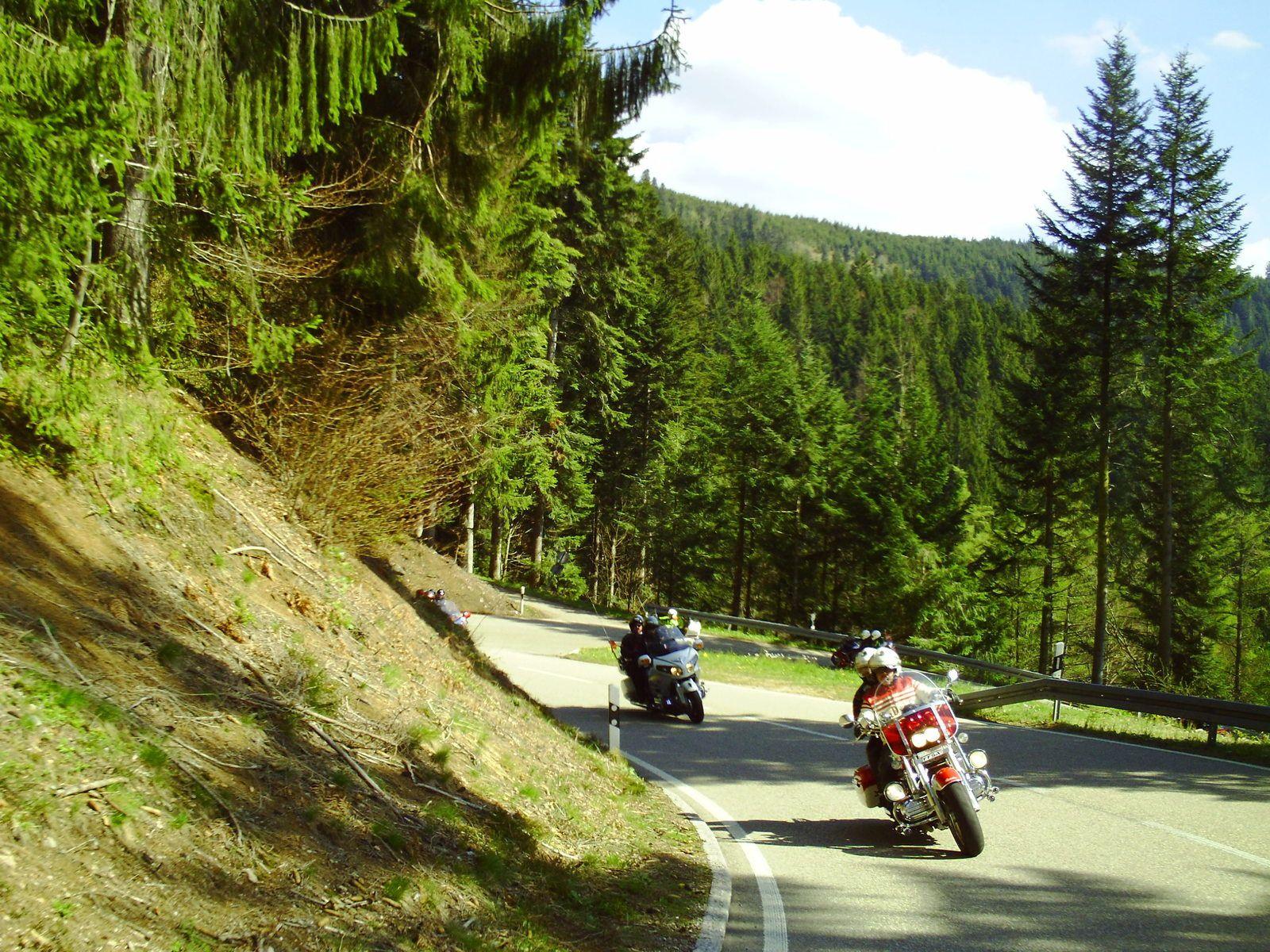 Goldwing Unsersbande - ballade au Mummelsee avec un grand groupe de motards