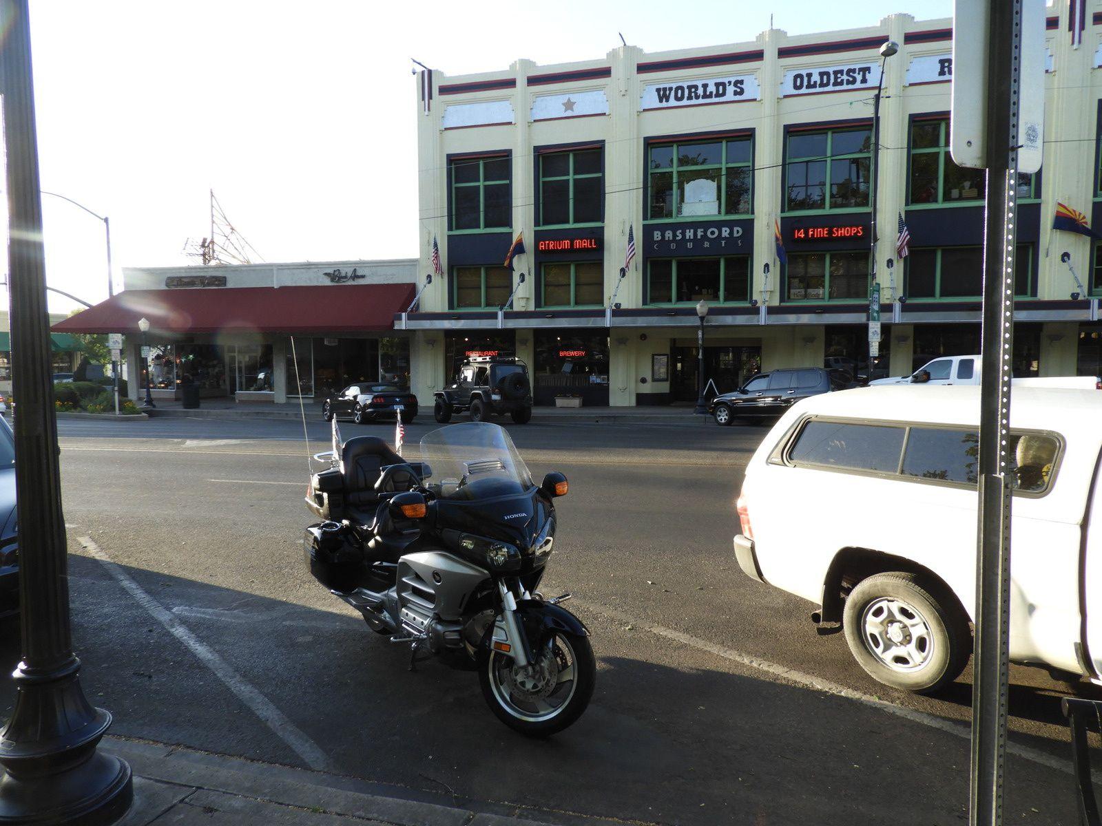 Goldwing Unsersbande - Un couple et une moto dans le Wild West américain 03 jour - Kingman Seligman Prescott