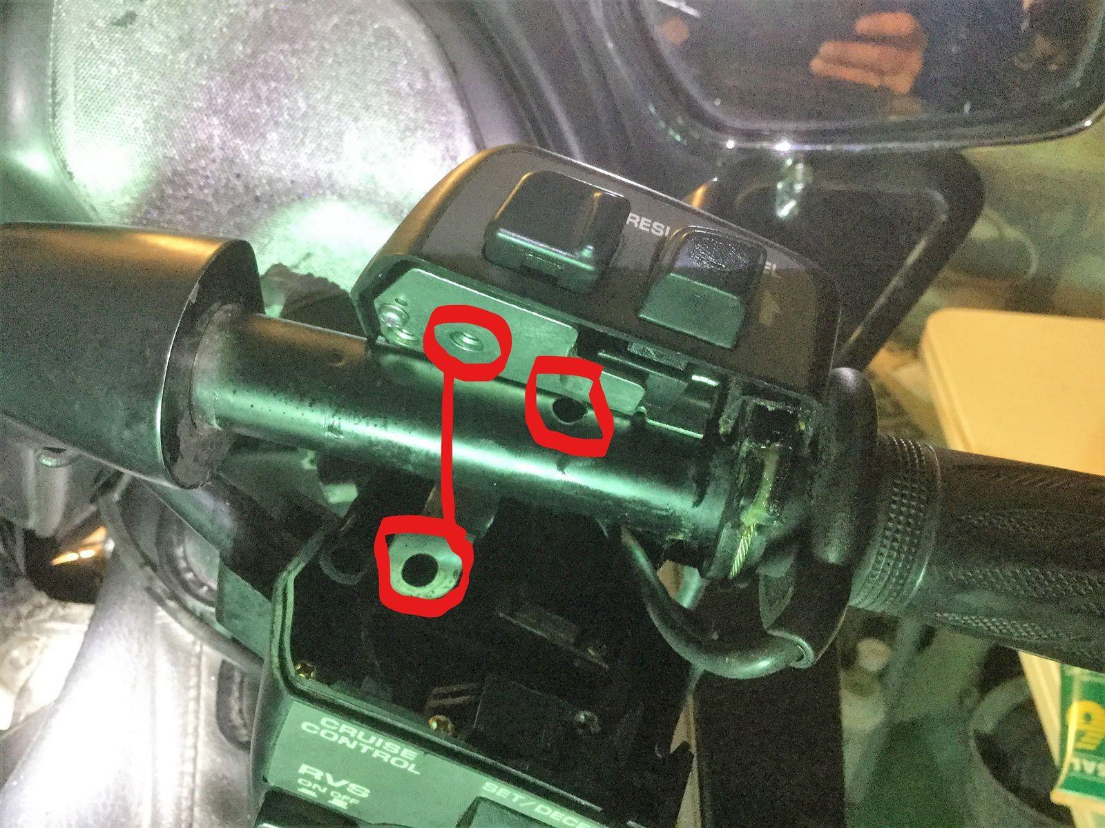 Goldwing Unsersbande 1800 - le bouton du régulateur de vitesse ne revient plus