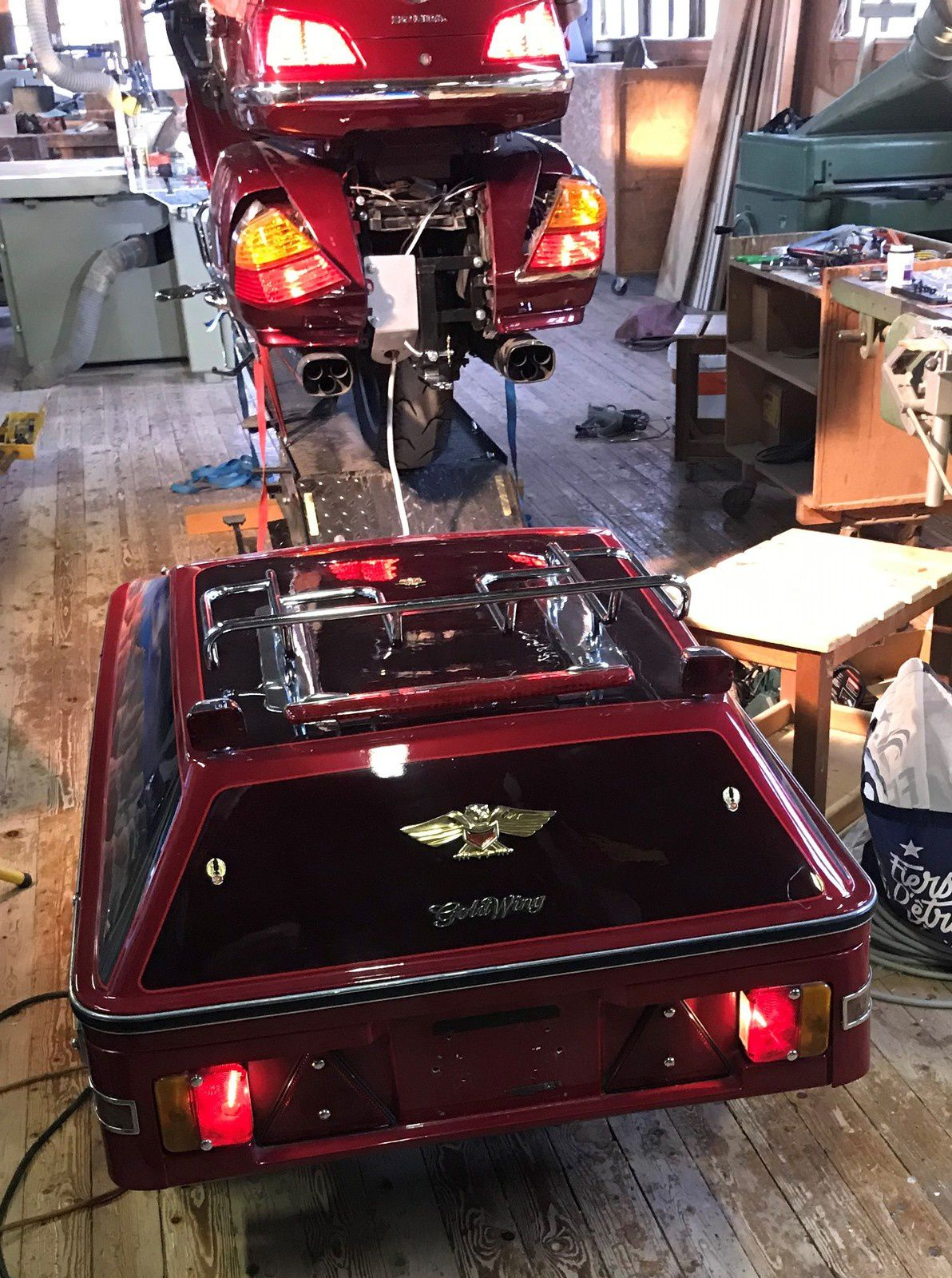 Goldwing 1800 - installation d'une attache remorque 45-1806 (Gold 2002)