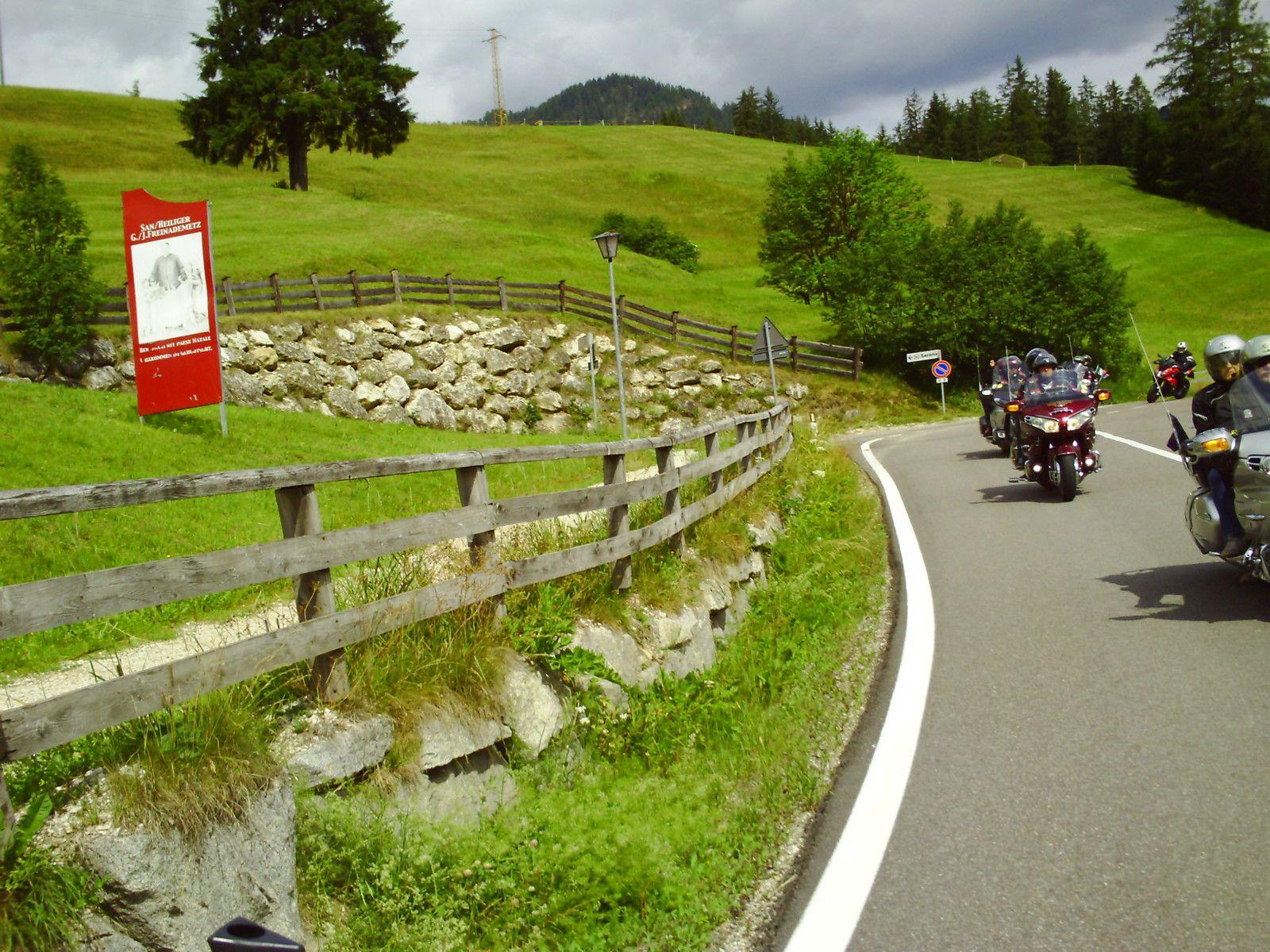 Goldwing Unsersbande - Périple Dolomites et Cinque terre  4th day Passo del Gardena et Bolzano