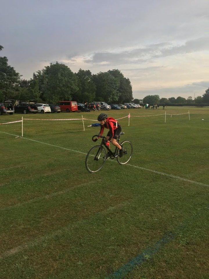 Dexter de l'école de vélo d'Exideuil à la compétition