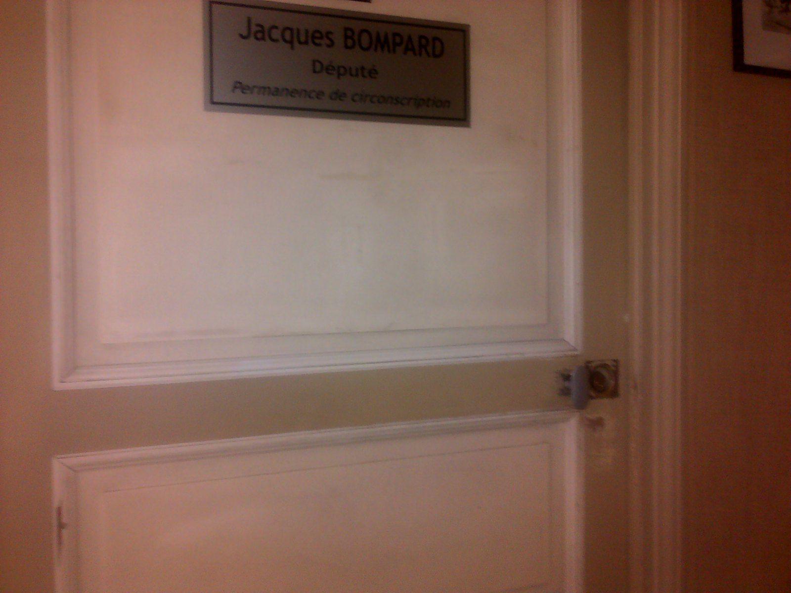 A quel titre est hébergé en mairie YANN BOMPARD?