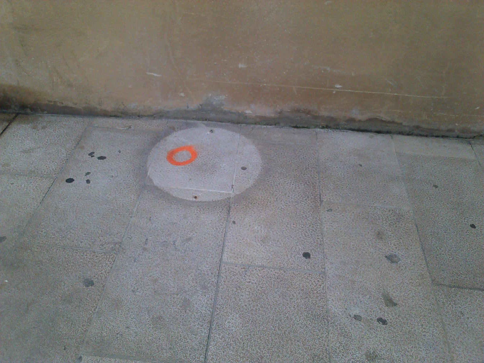 Des mini-ovnis sur les trottoirs à Orange?