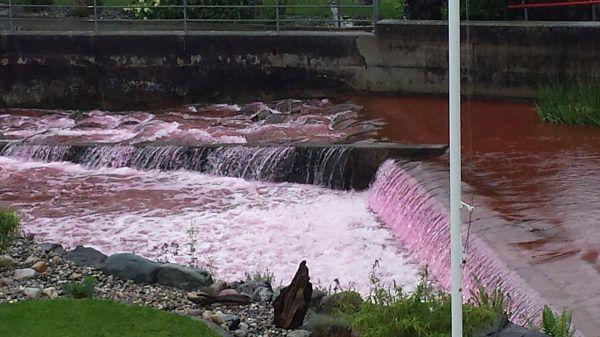 Repost juillet 2014 : L'eau rouge sang au Canada ! (màj du 30 juillet)