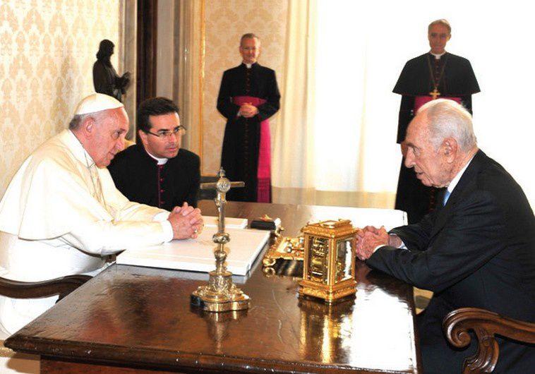 """Shimon Peres propose une """"ONU des religions"""" avec à sa tête le pape François"""