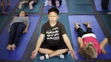 Une mère arrive à faire annuler les cours de yoga dispensés dans l'école de son fils