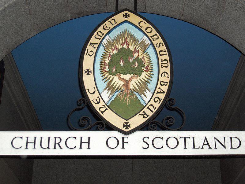 L'église colonisée : Les pasteurs gays sont désormais autorisés par l'église d'Ecosse