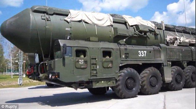 Guerres et rumeurs de guerres : Poutine se prépare à la troisième guerre mondiale: Des centaines de véhicules militaires, y compris des lanceurs de missiles balistiques mobiles prennent part à des exercices de simulation de lancement à travers la Russie