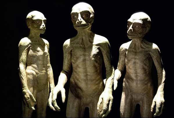 Une fausse invasion extraterrestre sera instrumentalisée pour imposer un contrôle totalitaire totale sur Terre