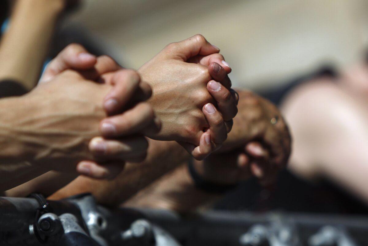 Royaume-Uni : Une étude sur les habitudes de prière révèle des résultats étonnants !