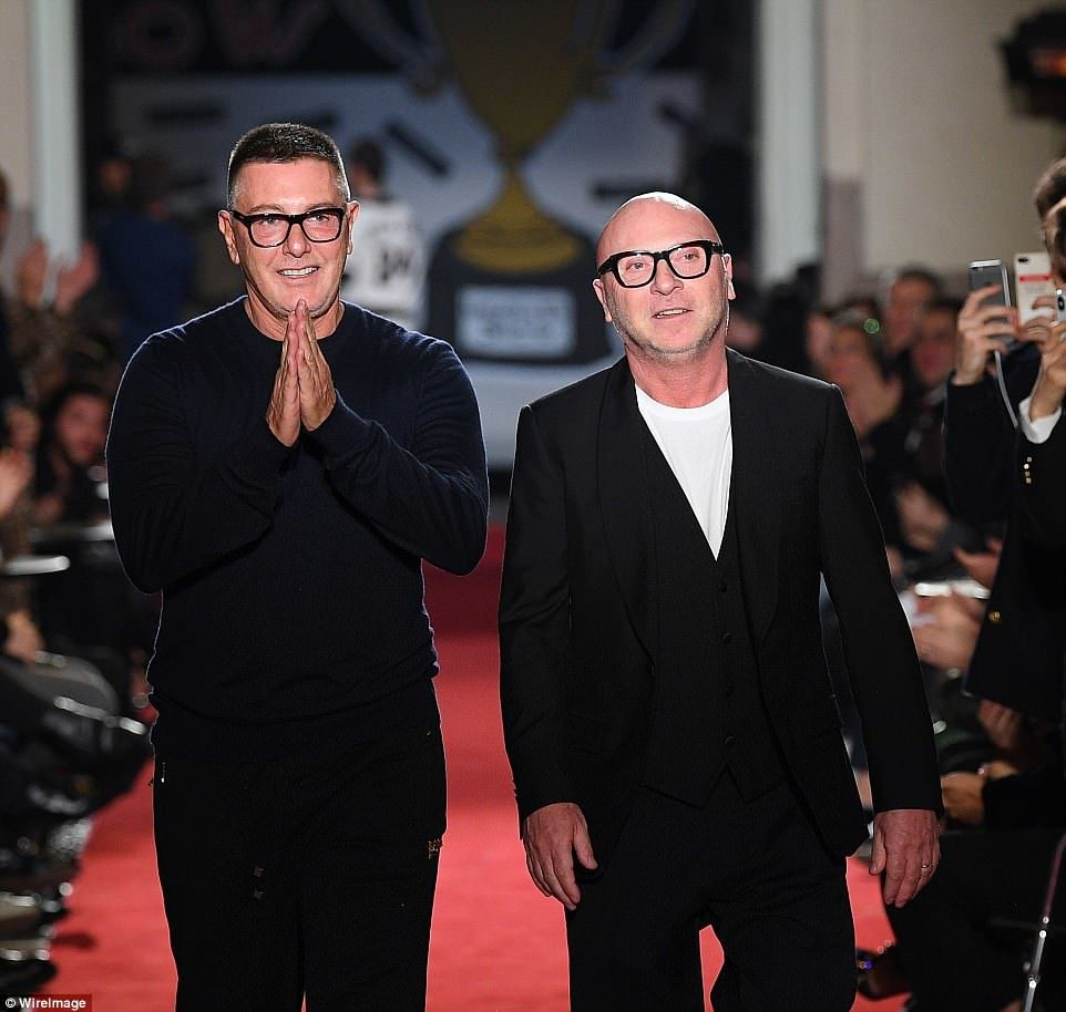 Les créateurs de mode Dolce & Gabbana déclarent que les couples de même sexe ne devraient pas avoir d'enfants parce que « la seule famille est la traditionnelle »