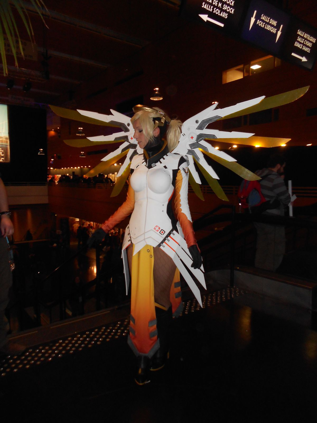 Prix solo // concours de cosplay Mercy pour Overwatch