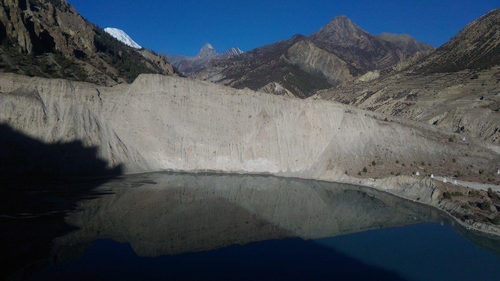 le lac et le glacier Gangapurna constituent un excellent itinéraire pour quelques heures depuis Manang