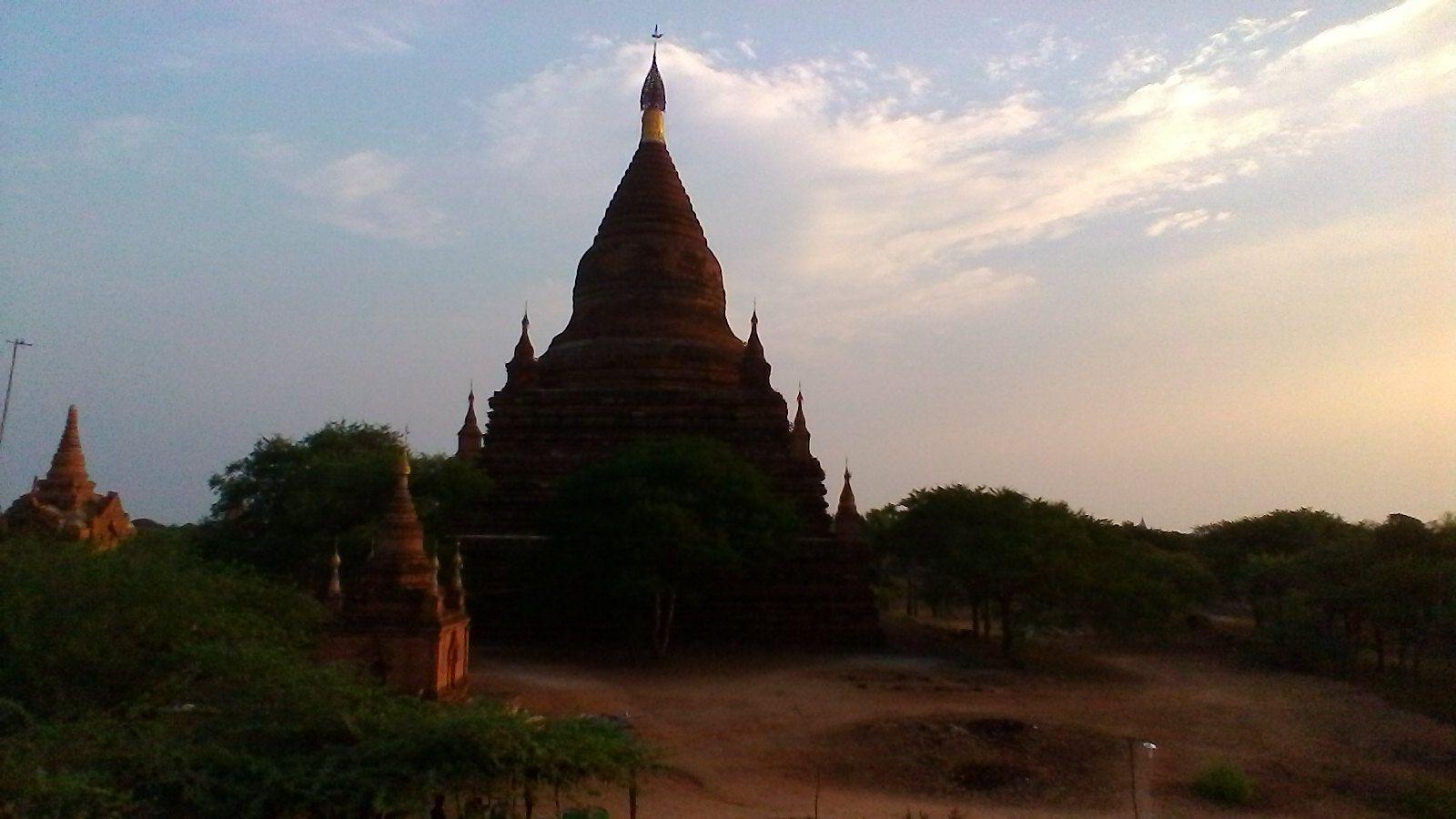 Temple au coucher de soleil