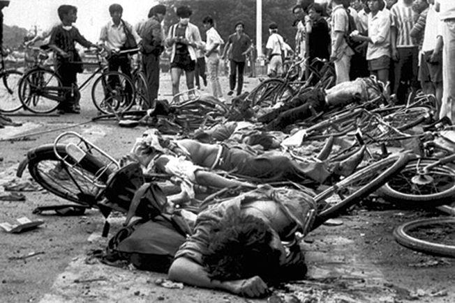 Le massacre d'étudiants et de travailleurs sur la place Tian-Anmen, 1989.