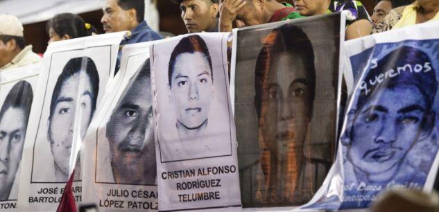 Manifestation après l'assassinat en 2014 de 43 élèves-enseignants livrés par la police aux narcos.