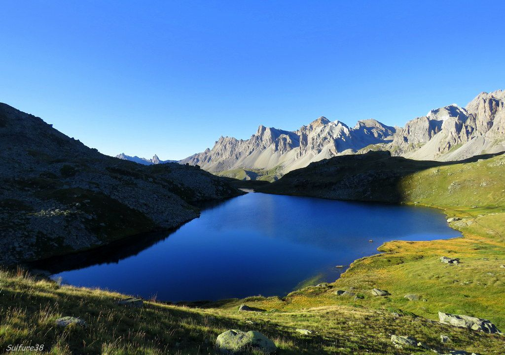lac long des Muandes - Altitude : 2387 m - Superficie 2.8 ha