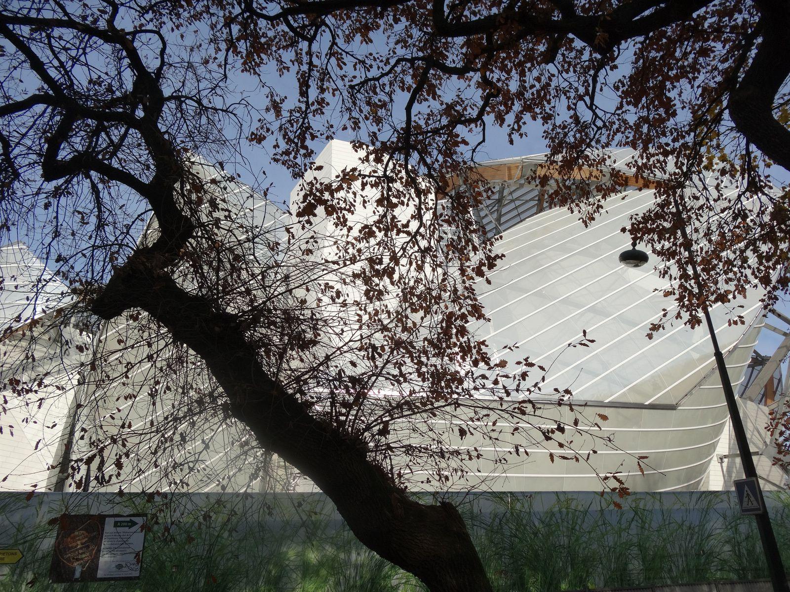 Le Musée Vuitton (Arnault - Gehry) semble achevé extérieurement