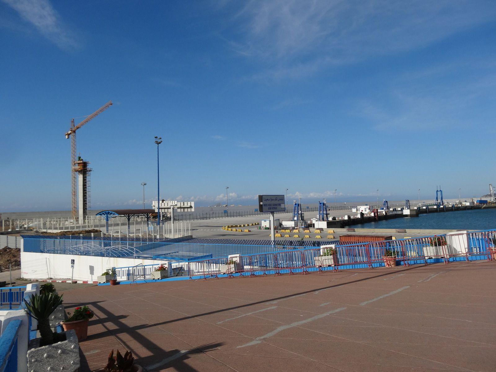 Un nouveau pylône sur le quai des bateaux de croisière à Tanger