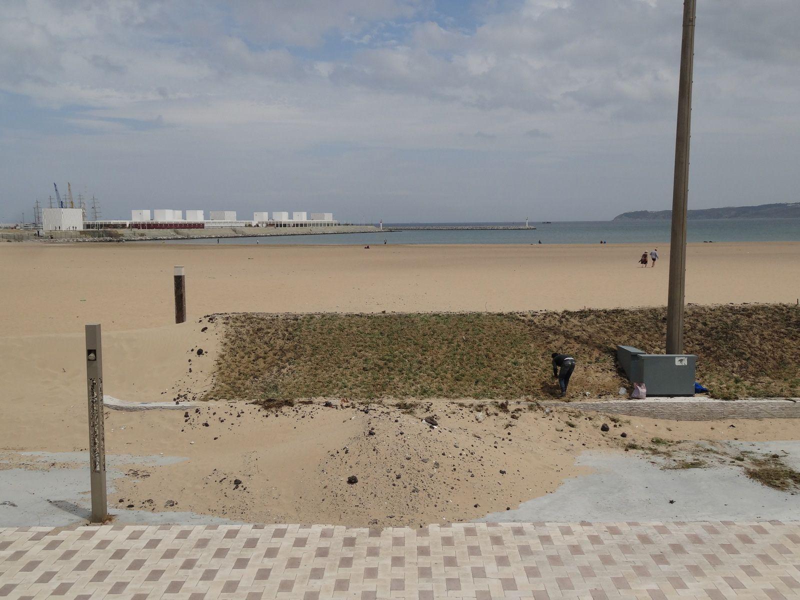 La corniche à Tanger, difficile de lutter contre l'ensablement (3 photos)