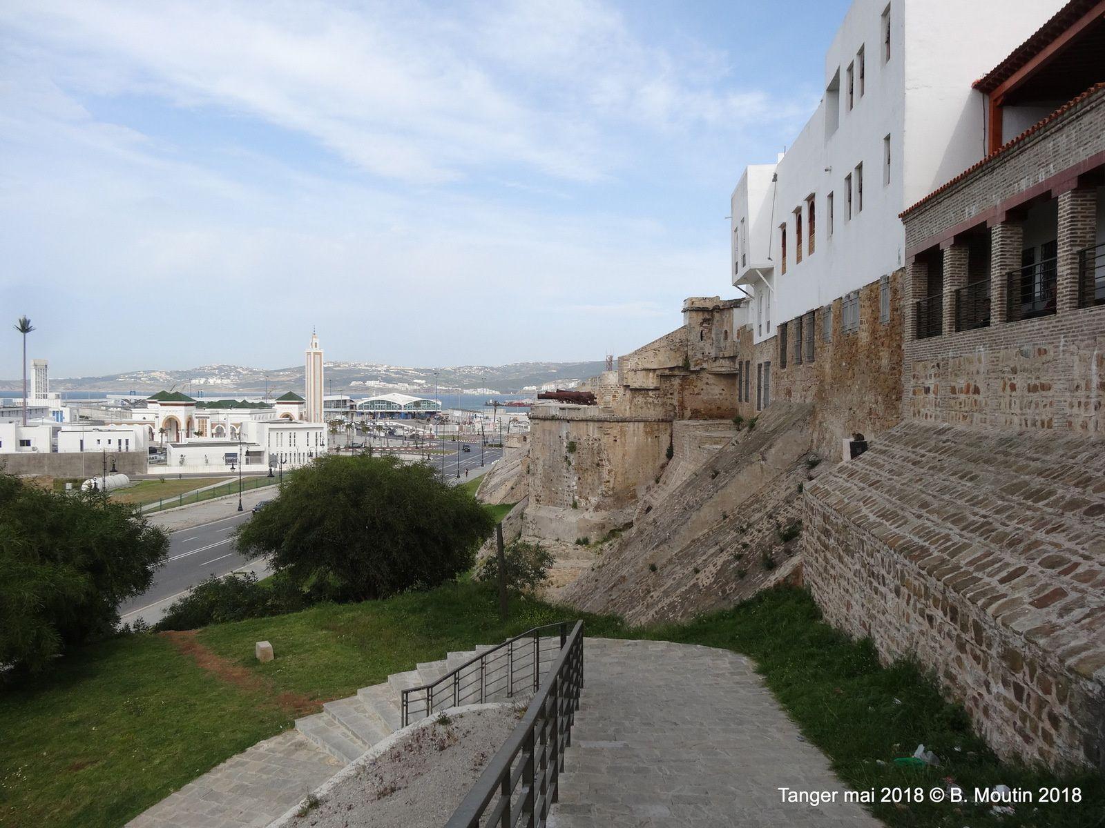 Cheminement le long de la muraille de la medina de Tanger (7 photos)